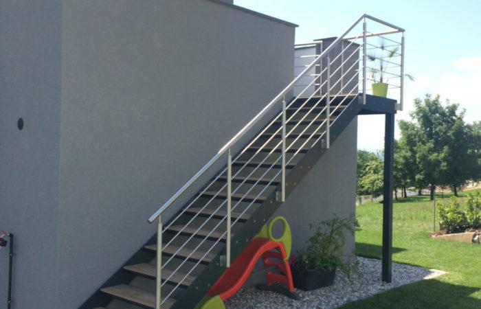 Stahltreppe mit Edelstahl Niro Stabgeländer