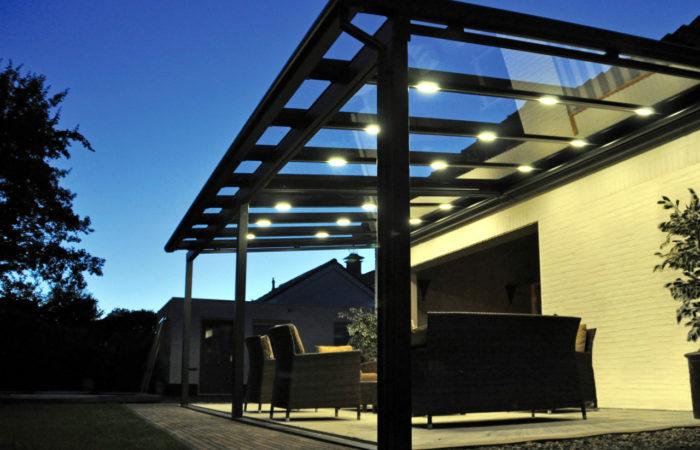 Alu Terrassemüberdachung mit LED Beleuchtung