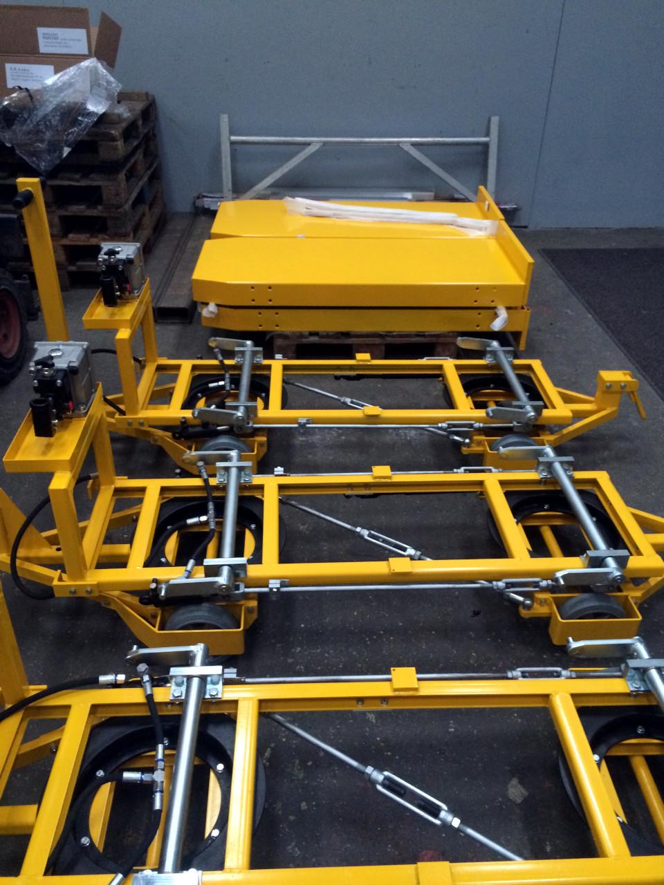 Sondermaschinenbau Transport Unterfahrwagen hydraulisch